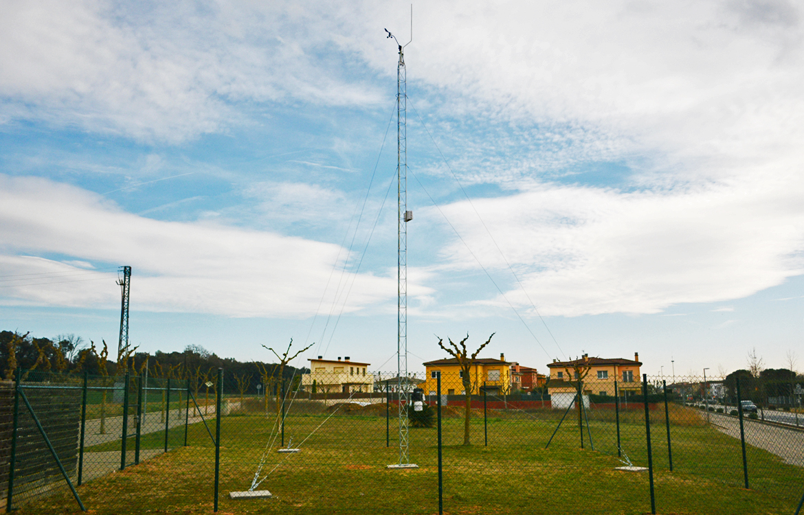 Darrera installs the new municipal weather station of Sant Gregori
