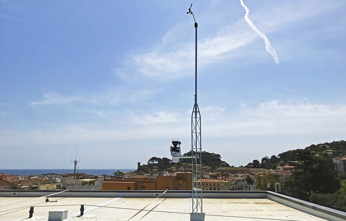 Darrera installs the new municipal weather station of Tossa de Mar