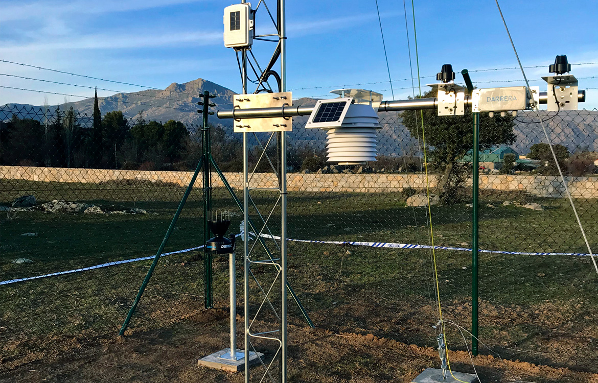 Darrera installs the new municipal weather station of Moralzarzal