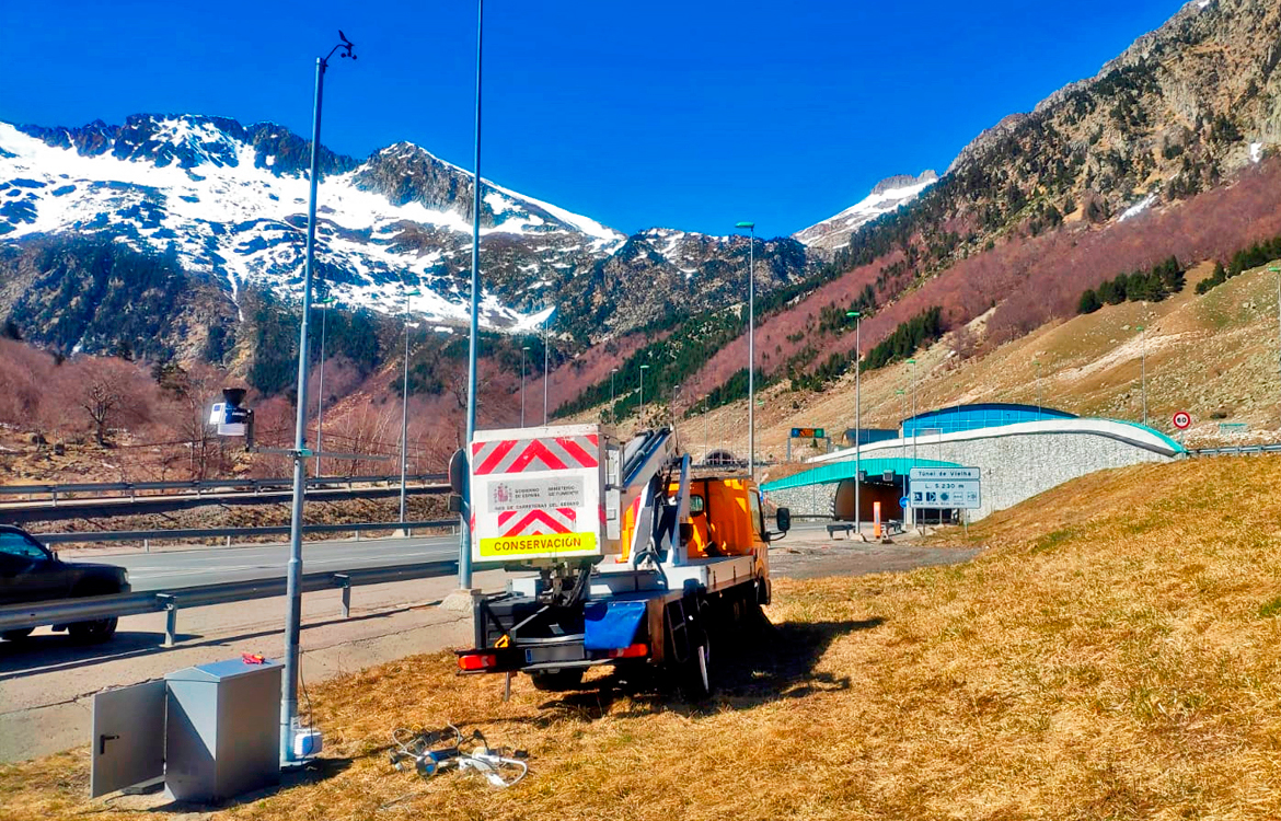 Darrera installs a weather station at the southern mouth of the Vielha tunnel
