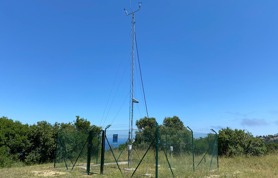 Darrera installs the new municipal weather station of Begur